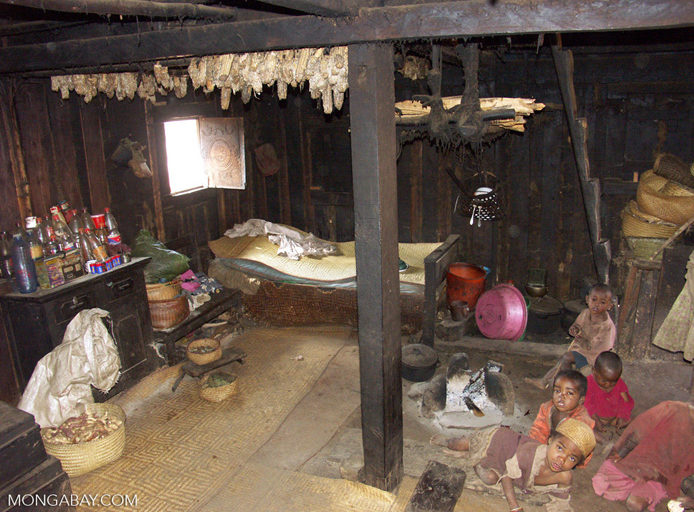 Interior of a Zafimaniry hut in the village of Ifasina (Ifasina / Antoetra)