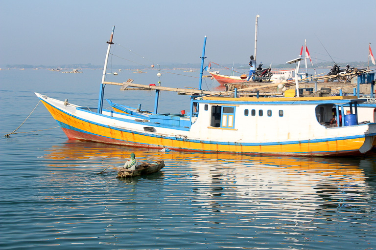 A shark longliner docked in Tanjung Luar port, Lombok. This boat landed 51 sharks during a three-and-a-half-week boat trip in eastern Indonesian waters. Photo credit: Melati Kaye.