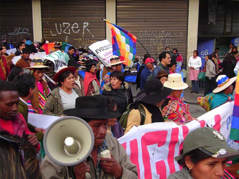 Indigenous people and environmental activists came together in opposition to the Morales administration on the long march.  Photo credit: Pablo Andrés Rivero/Flickr Attribution-NonCommercial-NoDerivs 2.0 Generic.