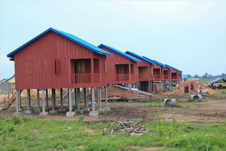 New houses at the resettlement site for the Kbal Romeas commune. Families that will be displaced by the dam have complained about the quality of the houses and land at the resettlement site, and many have refused to move. Photo credit: Anonymous.