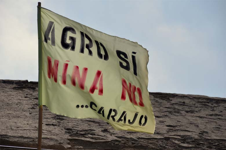 "Flags like these fly all over Cocachacra: ""Agriculture Yes Mining No... Damn it"" Photo by Justin Catanoso."