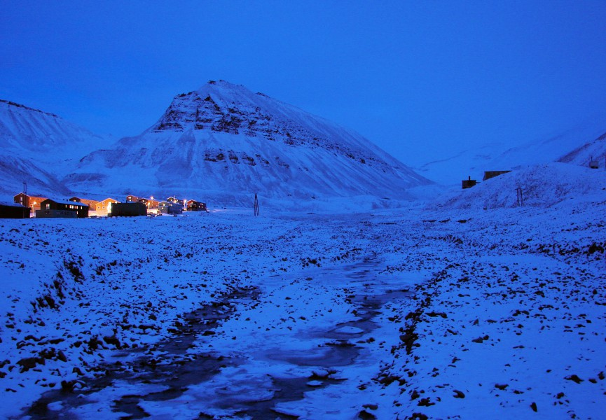 """Characteristic polar night blue twilight, Longyearbyen, Svalbard, Norway located at 78° north. Photo by """"Polar-Night Longyearbyen"""" by Bjørn Christian Tørrissen, Wiki Commons"""