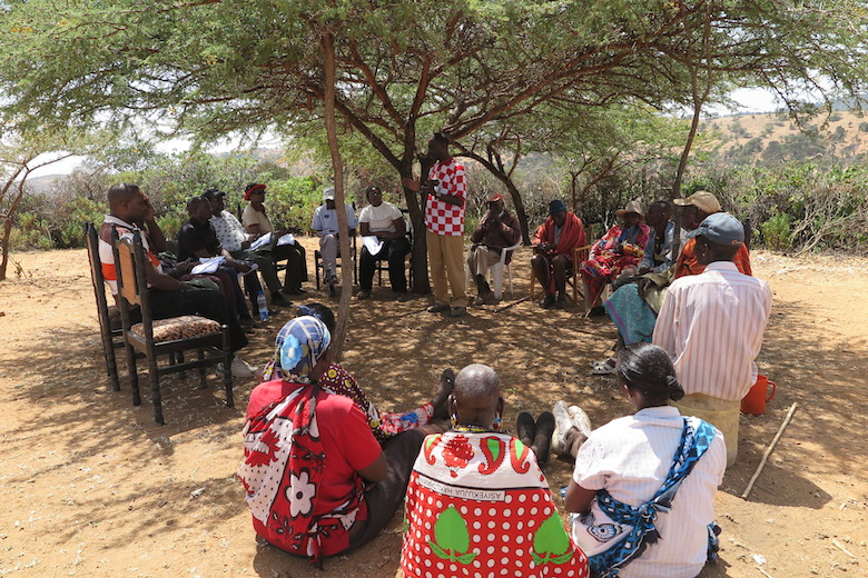 FF-SPAK members hold a field meeting in Kenya. Photo courtesy of Forestry Farm Facility.