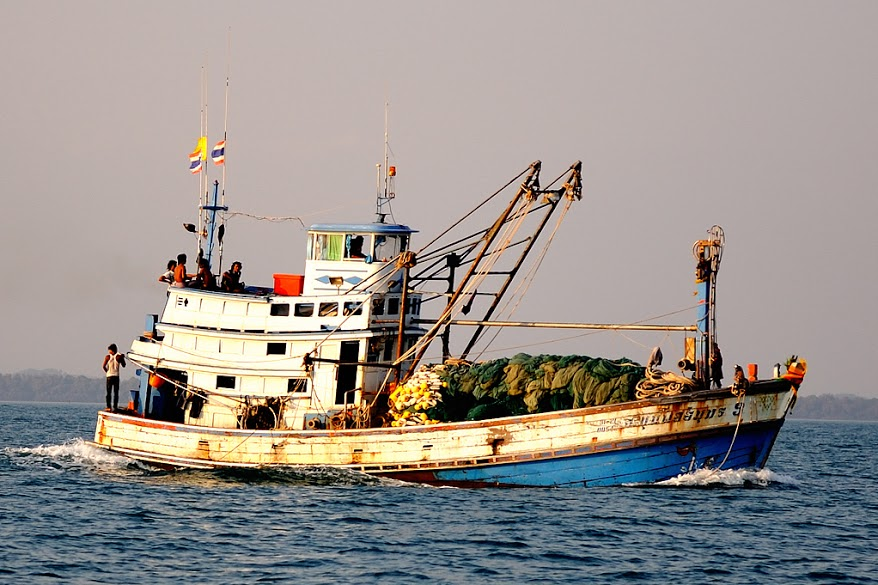 A Thai fishing boat along Koh Samet, an island in the country's eastern seaboard. Photo: Philippe Gabriel (Wikimedia Commons)