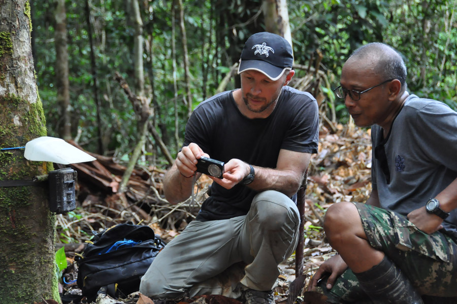 Co-author, Brent Loken (black hat) and assistant, Nunuk Kasyanto, checking photos from one of the camera traps. Photo by Brent Loken