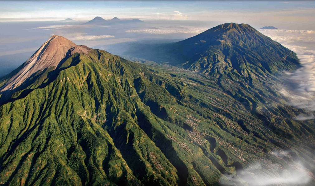 The volcanoes of southern Java. Mount Slamet can be seen in the far distance to the left. Photo courtesy of Brigitte Werner/Wikimedia Commons
