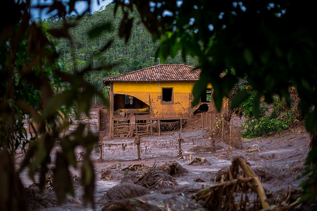 House along the Doce River. Photo courtesy of Victor Moriyama/Greenpeace.