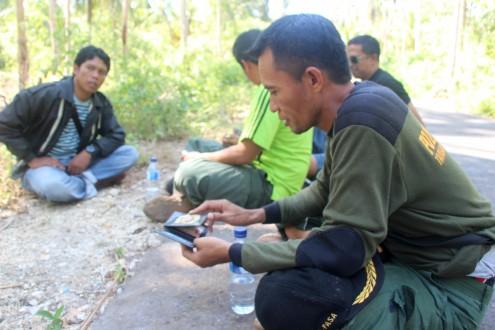 La Fasa (right), a Wakatobi National Park guard. Photo by Melati Kaye