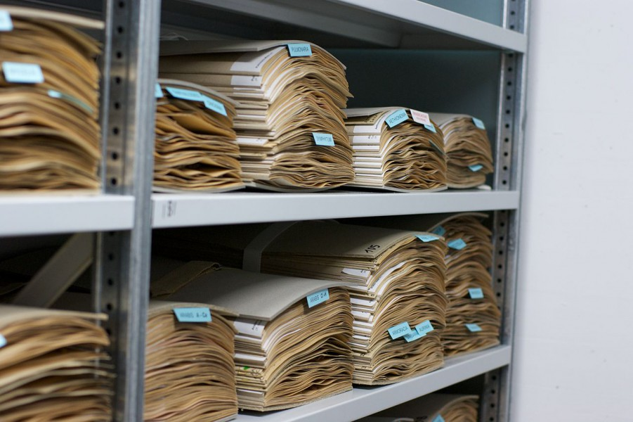 Doubling of herbaria since 1970s has increased mislabeling of specimens. CC BY-SA 3.0.