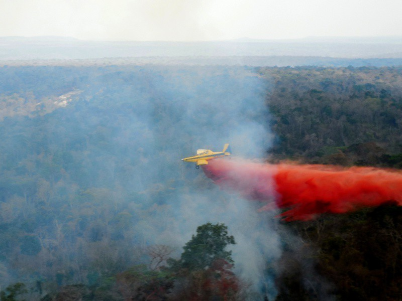 A hydroplane flying over fires in Maranhão. Photo courtesy of Ecodebate.