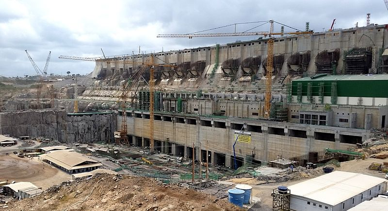 The flow of the Xingu river in eastern Amazonia will fall by 25% to 55% according to the new study, possibly turning the gigantic nearly completed Belo Monte dam — seen here under construction — into an $18 billion white elephant. Pascalg622 licensed under the Creative Commons Attribution 3.0 Unported license