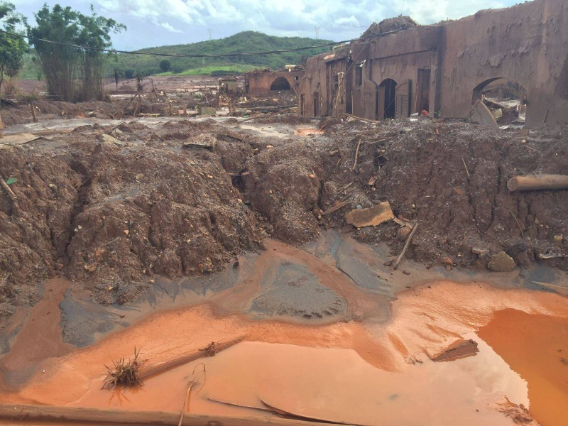 Sludge from the mining disaster in the city of Bento Rodrigues, Mariana. Photo by Flavia Bottino.