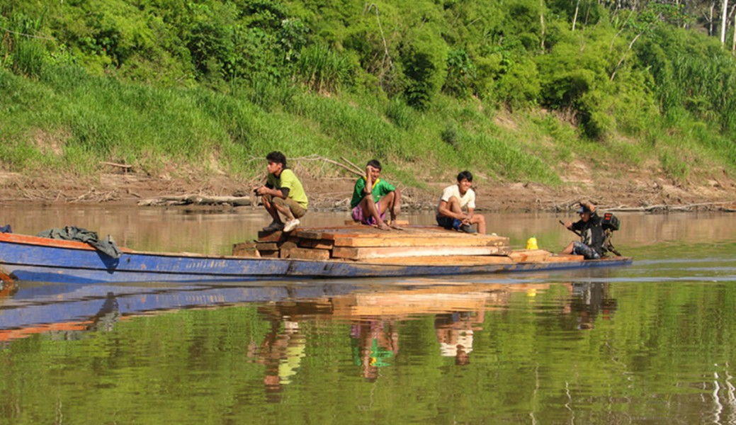 Boat-Loaded-with-wood-Tambopata-River-2
