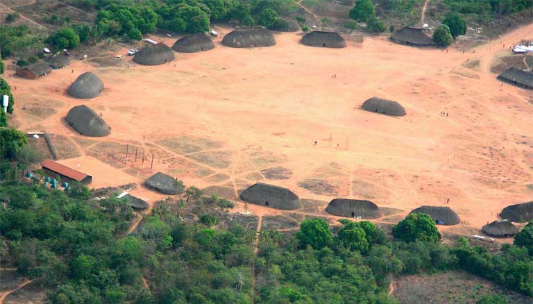Indigenous village near the Xingu River in the Amazon. Indigenous lands could soon be flooded by the Belo Monte dam. Photo by Pedro Biondi/ABr licensed under the Creative Commons Attribution 3.0 Brazil license.