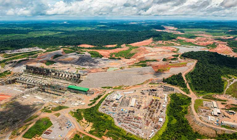 Construction of the controversial Belo Monte dam. Many environmentalists and indigenous activists fear that the building of the São Luiz de Tapajós dam could be just as contentious. ©‎Greenpeace/Fabio Nascimento on Flickr