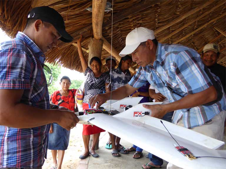5)Community members build a drone for use in mapping and monitoring Wapichan lands. Photo by Tom Griffith, FPP.