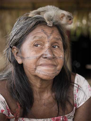 A Munduruku woman with a baby monkey attending a November 2013 assembly in Restinga village in the Munduruku Indigenous Territory. Photo by Anderson Barbosa of the Anderson Barbosa / Fractures Collective