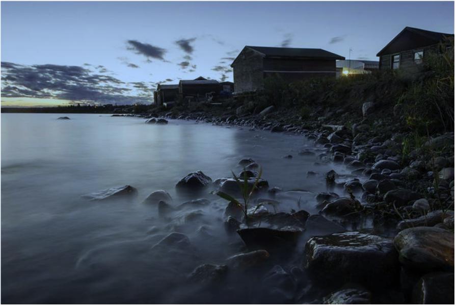 Délı̨nę, on the shores of Great Bear Lake. Photo by Pat Kane.
