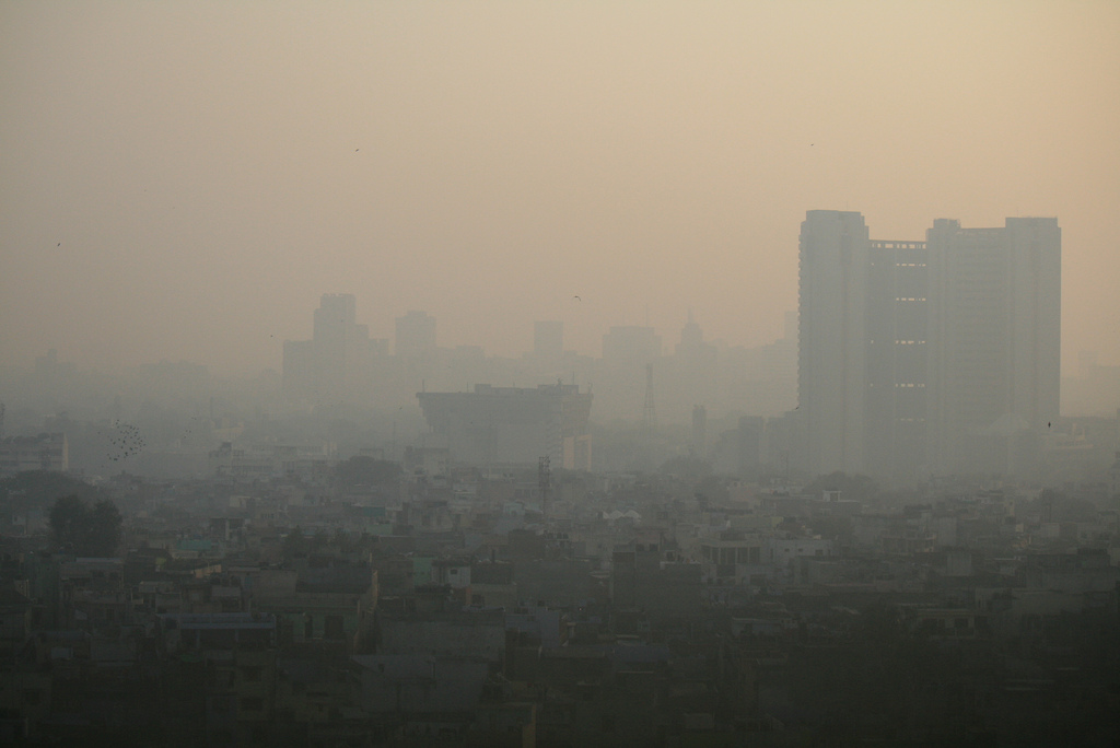 Air pollution in Delhi, India, is one of the highest in the world. Photo by Jean-Etienne Minh-Duy, from Flickr CC BY-SA 2.0.