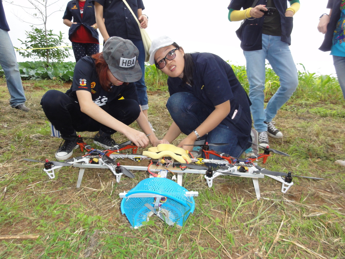 Students prepare to demonstrate a drone capable of collecting fruits or plant specimens during a workshop on automated forest restoration this fall in Thailand. Photo by S. Elliott.