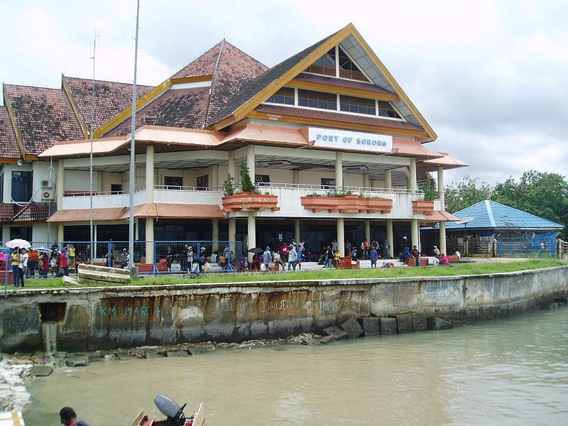 A building at the Port of Sorong, where Sitorus got his start in business in the 1980s. Photo courtesy of Hardscarf/Wikimedia Commons