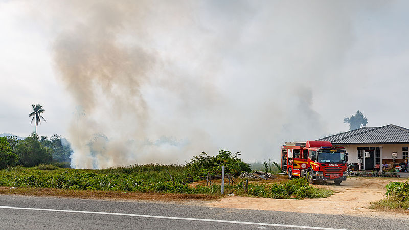 Firefighters stand by a wildfire in Malaysia's Sabah in March. Photo by CEphoto, Uwe Aranas / Wikimedia Commons