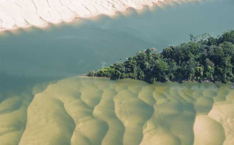 An aerial view of the Tapajós River obscured by clouds. A new report warns that social and environmental devastation will result from proposed hydropower projects in the Tapajós Basin, and urges the Brazilian government and international companies to instead work towards a clean energy future for Brazil. Photo © Daniel Beltrá / Greenpeace