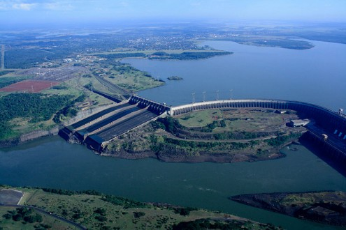 The Itaipu dam was well funded by BNDES loans. Declared one of the Seven Wonders of the World in 1994 by the American Society of Civil Engineers, it was built on the Parana River on the border between Brazil and Paraguay. Photo by the International Hydropower Association on flickr.