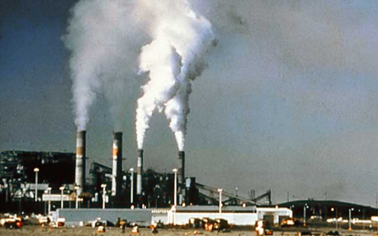 Climate change is reducing US air quality due to heatwaves that increase ozone levels. Not to mention the health hazards of coal-burning power plants. Photo courtesy of US National Park Service.