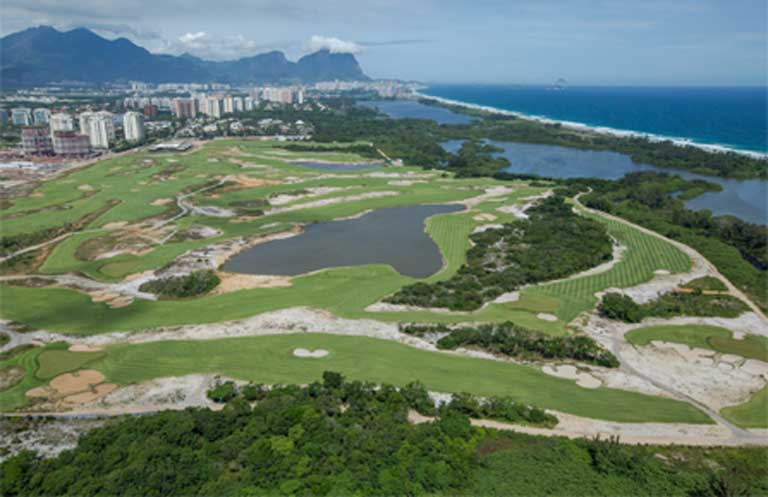 The new Rio olympic golf course was built even though the city already had two regulation courses. The new course is conveniently located to the Olympic Village and Olympic Park, though it is also inside the Marapendi Environmental Protection Area. Photo courtesy of Divulgação / Prefeitura do Rio