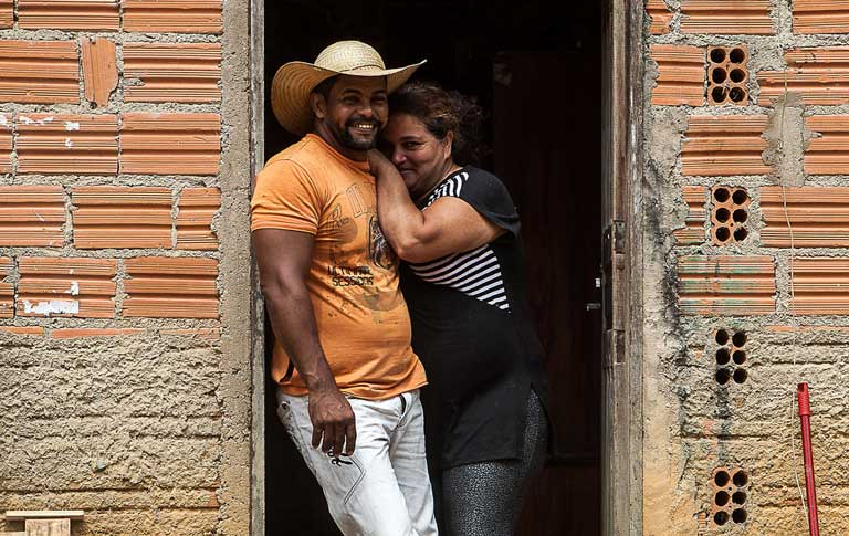 Osvalinda and Daniel Pereira on their farm in the Areia Homestead Project, where they are being threatened with violence by loggers. Photo by Lilo Clareto/Repórter Brasil