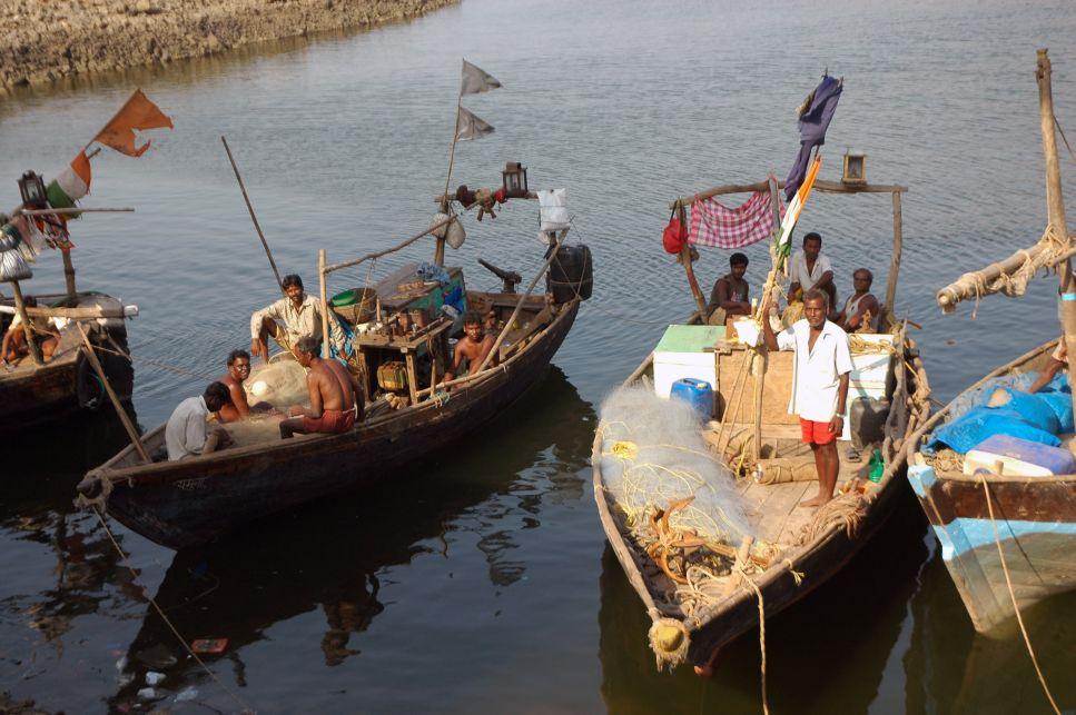 Fishermen in Maharastra. Photo by Vivek Joshi, Wikimedia Commons, CC BY-SA 2.0.