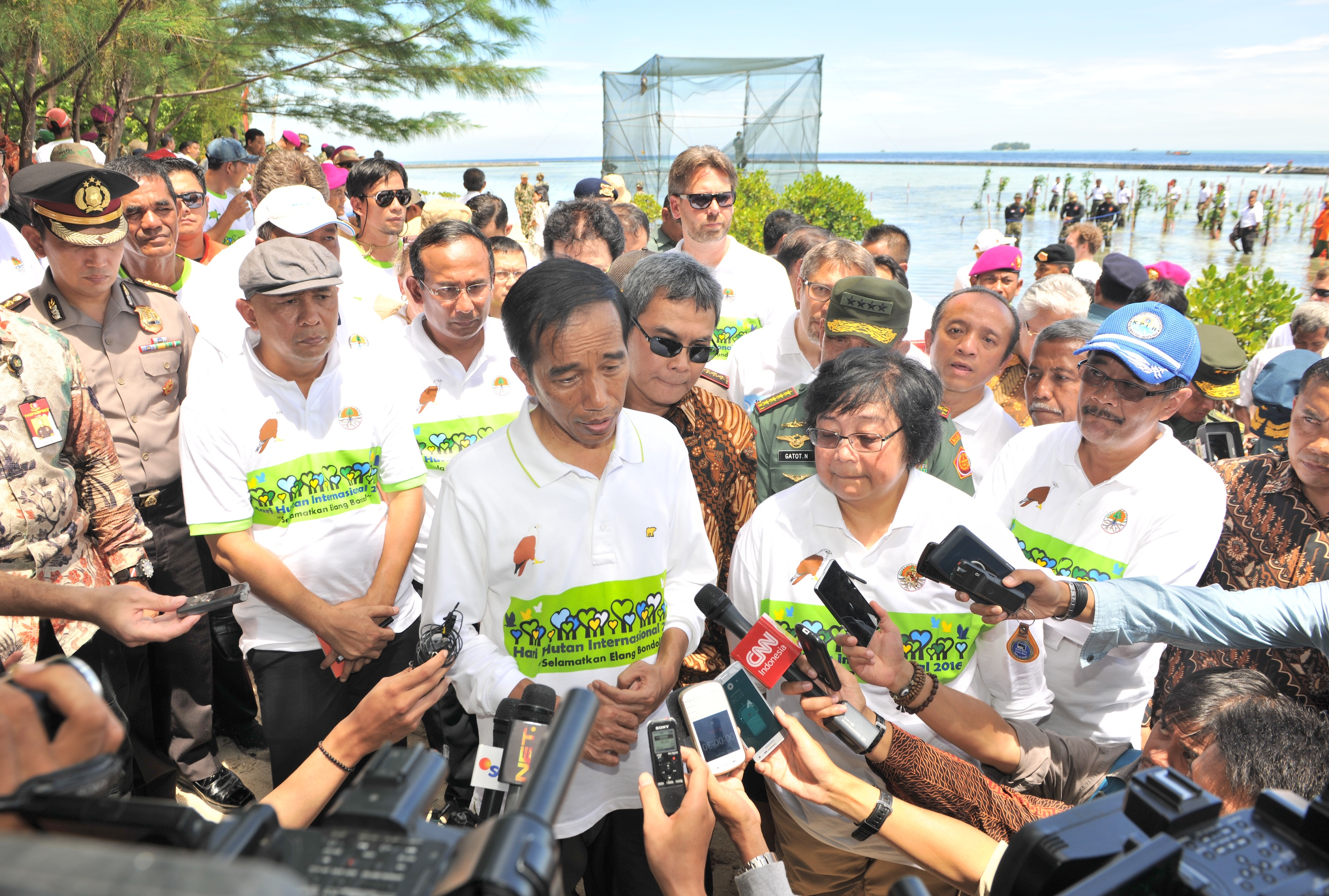President Jokowi announces a moratorium on new oil palm and mining permits on an island outside Jakarta in April. Photo courtesy of the Indonesian government
