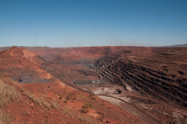 BHP Billiton's Mount Whaleback iron ore mine in Western Australia. Photo by Graeme Churchard / Wikimedia Commons.