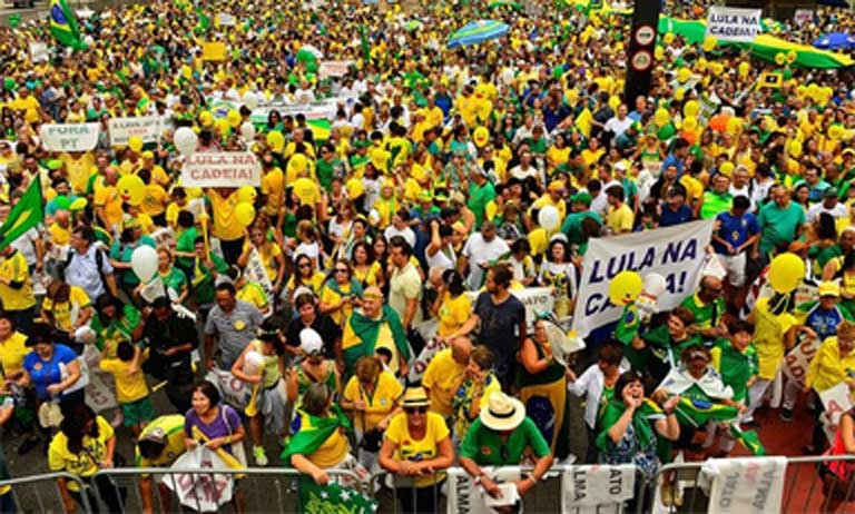 The anti-environmental constitutional amendment million people took to the streets on March 13, 2016 to protest the vast extent of corruption in Brazil's government and its oil and construction industries. Photo by Rovena Rosa courtesy of Agência Brasil