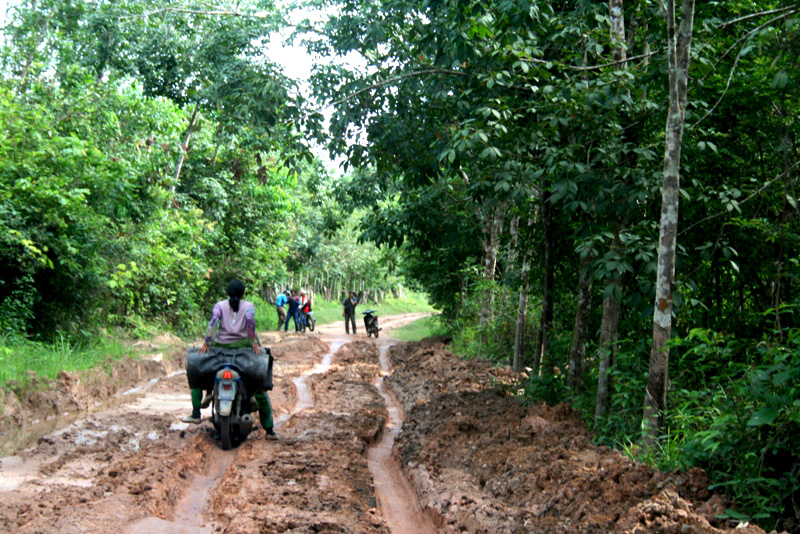 Villagers have a tough time navigating the area's poor roads. Photo by Taufik Wijaya/Mongabay