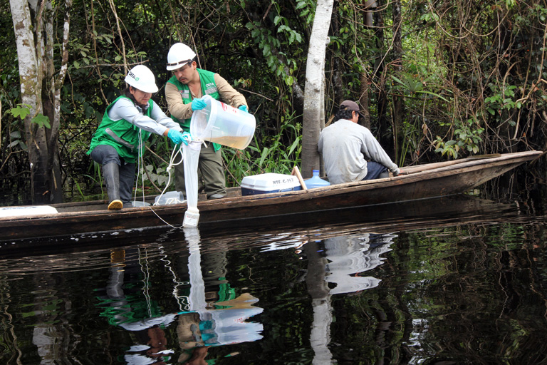 Two years after the spill in Cuninico, government monitors collects samples of water and plankton along the pipeline right-of-way to evaluate cleanup efforts. Photo by Barbara Fraser.