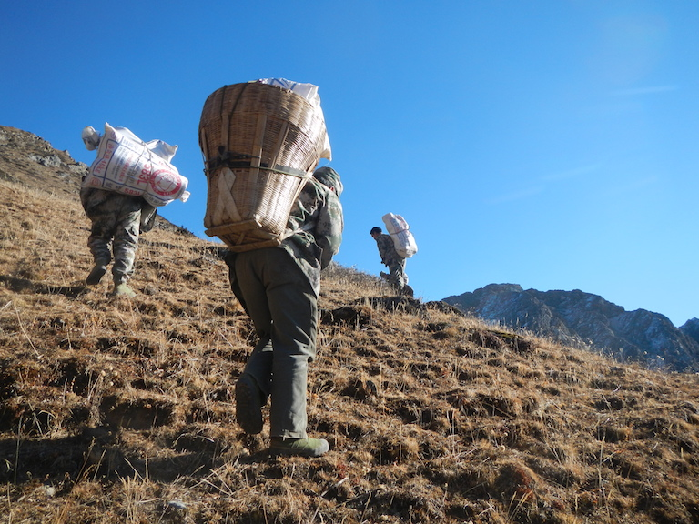 A community patrol team begins a 10-day trek to deter poaching on Jiudingshan Mountain, December 6, 2015. Photo courtesy of Jiudingshan Friend of Wildlife Association.