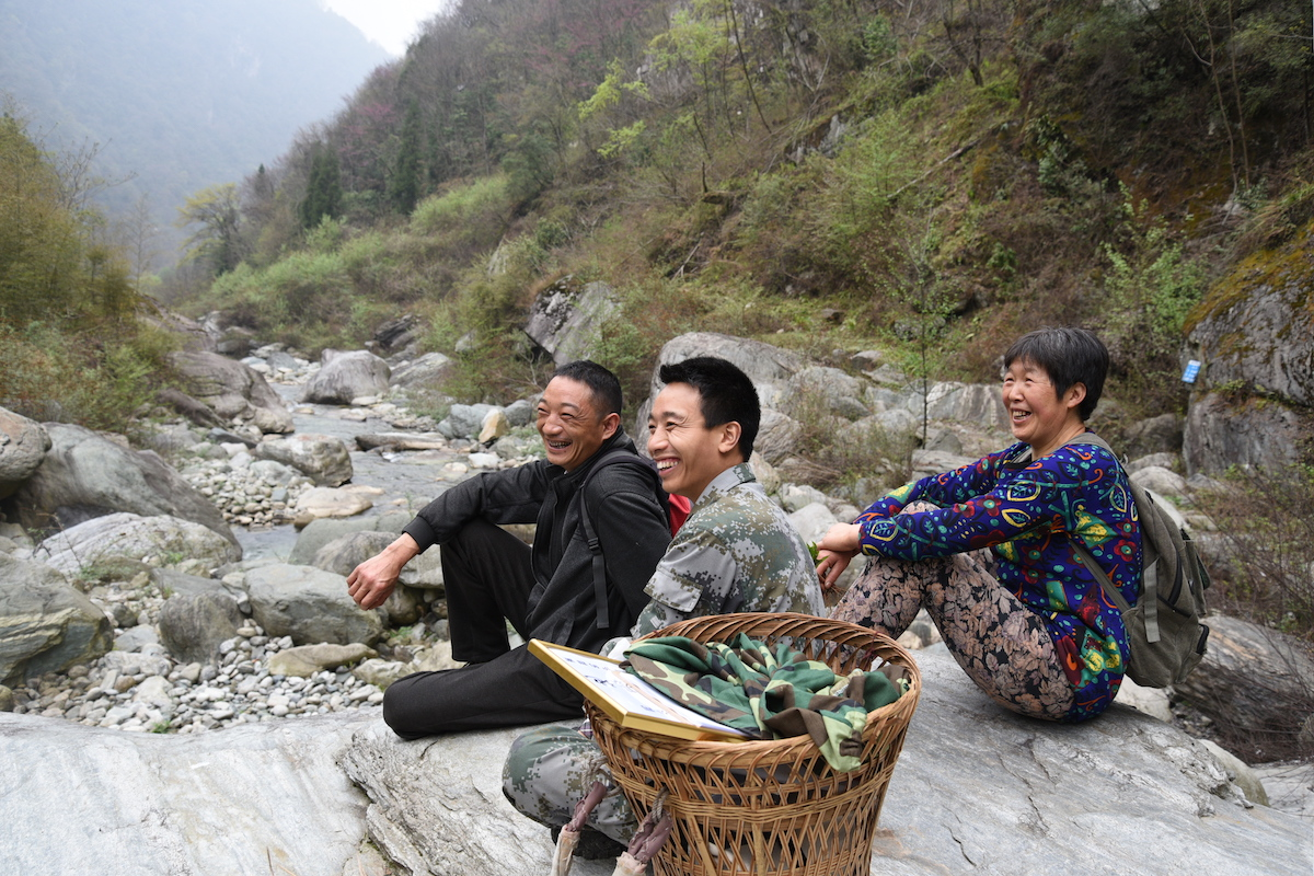 Guanba villagers, including Li Xinrui (middle), on their way to check their beehives in Guanba valley. Photo by Chen Yuanming.