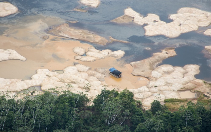 The Rio Uraricoera in northern Brazil, a stream contaminated with mercury due to illegal mining. Photo by Divulgação