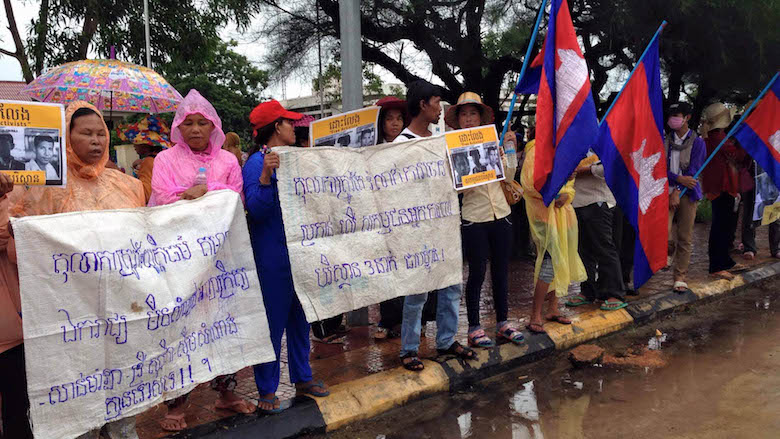 Supporters of the three Mother Nature activists standing trial came from across Koh Kong province to gather outside the courthouse in Koh Kong City. Photo by Mot Kimry/Mother Nature Cambodia.