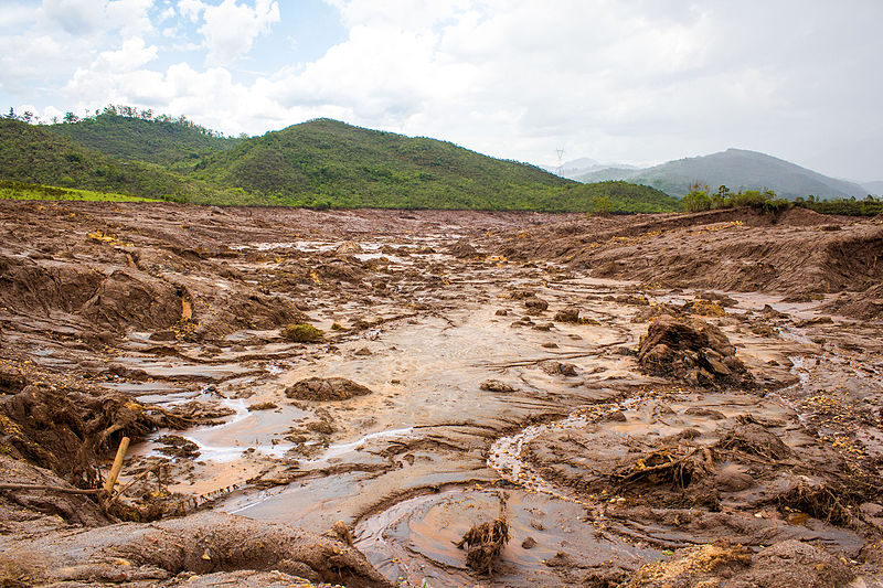 Experts worry that the iron-rich tailings will form a nearly impervious cap where it spilled, preventing water from penetrating and plants from growing — slowing recovery. Photo by Romerito Pontes licensed under the Creative Commons Attribution 2.0 Generic license