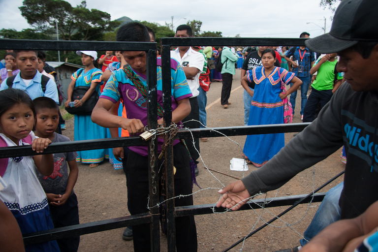 Protesters unlock the school gates to allow the departure of negotiators. Photo by Camilo Mejia Giraldo