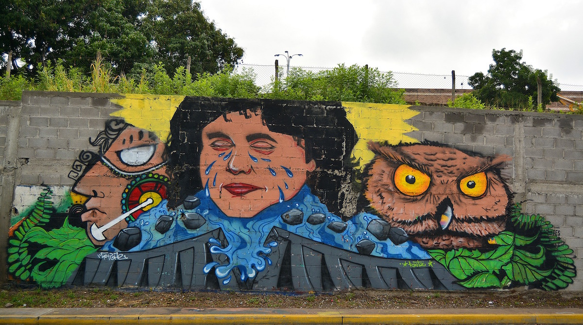 A mural of murdered activists Berta Cáceres in Tegucigalpa, Honduras. Photo by disoniador via Pixabay.