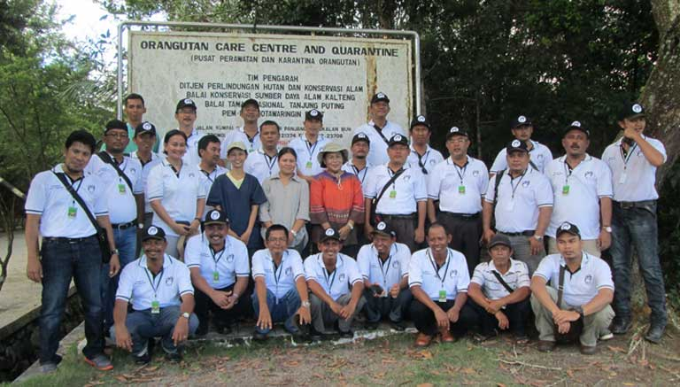 PT SMART manager level training program graduates at Camp Leakey where they spend time among Critically Endangered orangutans. Photo courtesy of Renie Djojoasmoro/Orangutan Foundation International