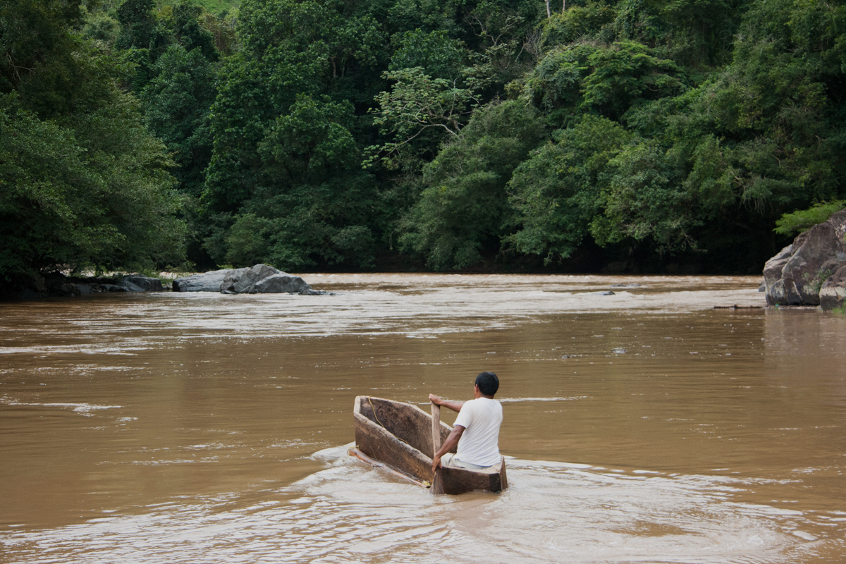 Goejet Miranda crosses the part of the Tabasará River still flowing near his community of Kiad. Photo by Camilo Mejia Giraldo