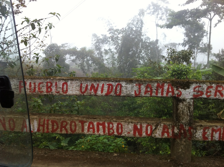"A fence in San Pablo de Amalí reads, in part ""A united community will never be divided"" and ""No to Hidrotambo"" in protest of the dam. Photo by Rachel Conrad"