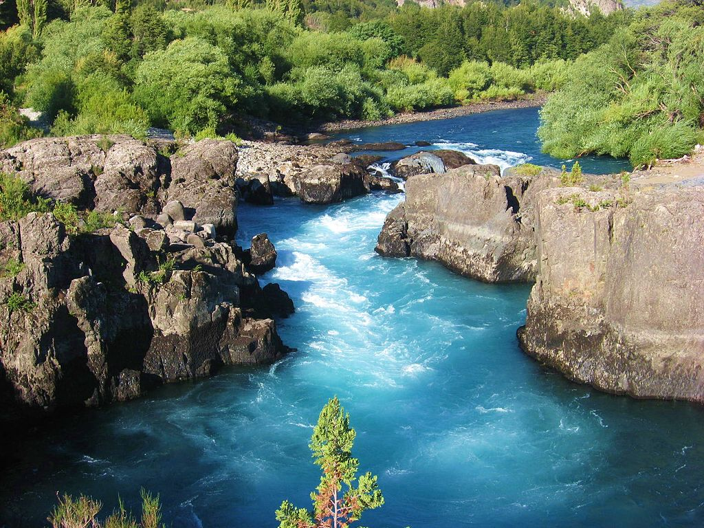 Spanish energy company Endesa announced that it was revoking all claims to Futaleufú RIver in Chile. Photo by Kaaty.7, licensed under CC BY-SA 3.0.