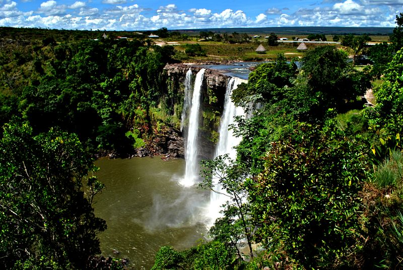 A waterfall in the state of Bolívar. Large scale mining would almost certainly pollute the region's many remote rivers, though the government says the work can be done without harm to the environment. Photo by Wawaphotography licensed under the Creative Commons Attribution-Share Alike 3.0 Unported license