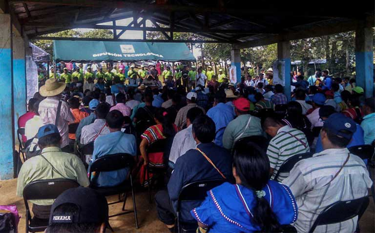 The Ngäbe-Bugle General Congress meets on September 15, 2016 to debate the Barro Blanco agreement. Photo Courtesy of Weny Bagama
